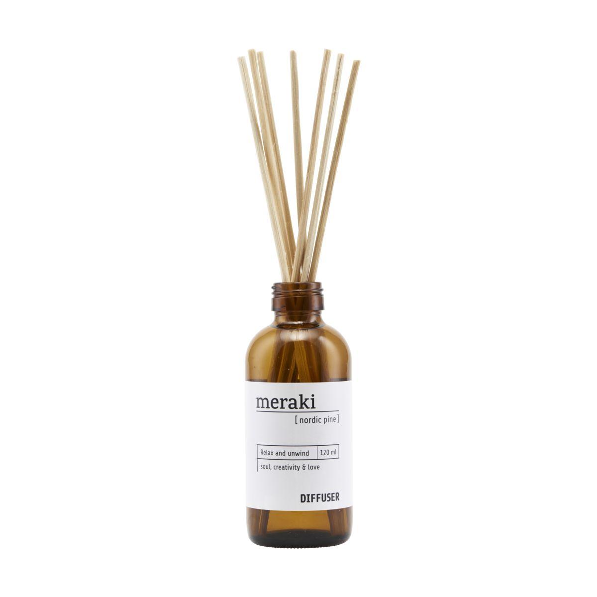 duftfrisker i brun flaske med 7 pinde i træ, som dufter af nordic pine